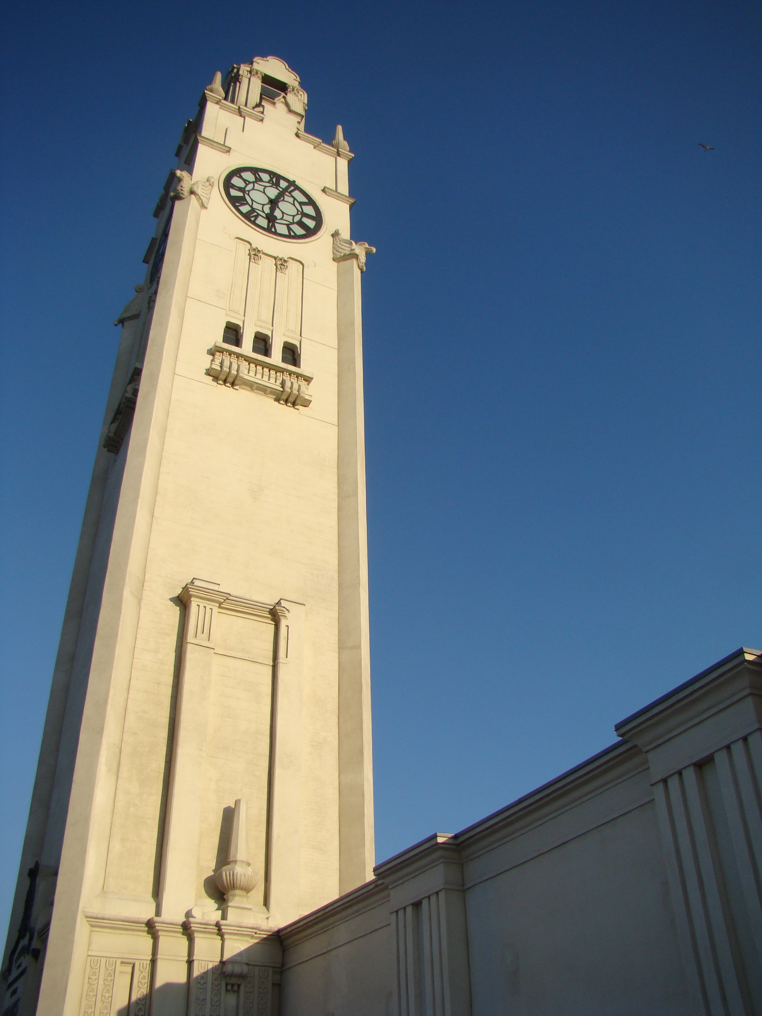 Clock Tower - Montral, Taylor C. Noakes 2009